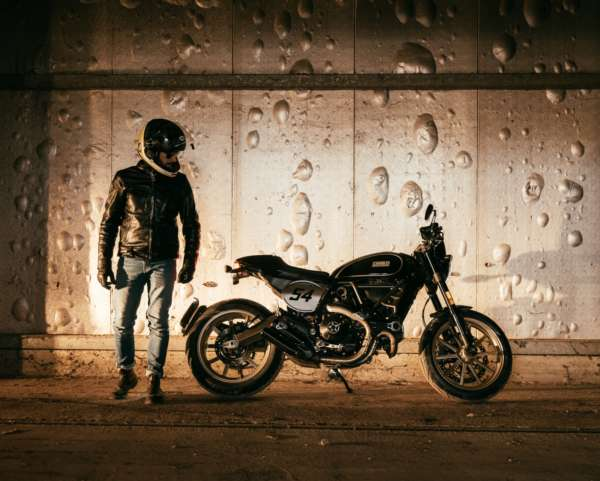 DUCATI-SCRAMBLER-CAFE-RACER-Launched-In-India-5-600x481