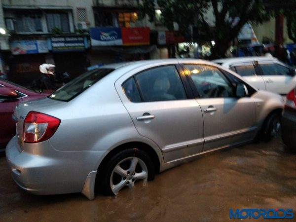 Flood-Affected-Cars-Mumbai-29082017-1-600x450