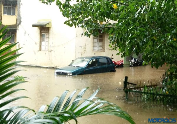 Flood-Affected-Cars-Mumbai-29082017-600x422