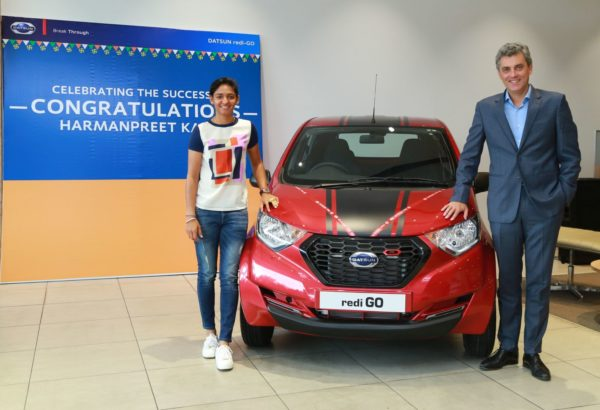 Harmanpreet-Kaur-Presented-With-A-Datsun-redi-GO-3-600x410