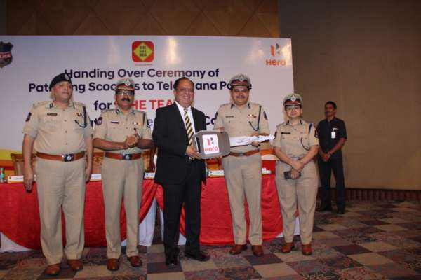 Hero-MotoCorp-Presents-More-Than-150-Scooters-To-The-Telangana-Police-Department-2-600x400