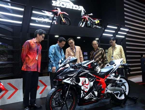 Honda-CBR250RR-Special-Edition-2-600x455