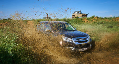 Isuzu MU-X Off-roading (10)