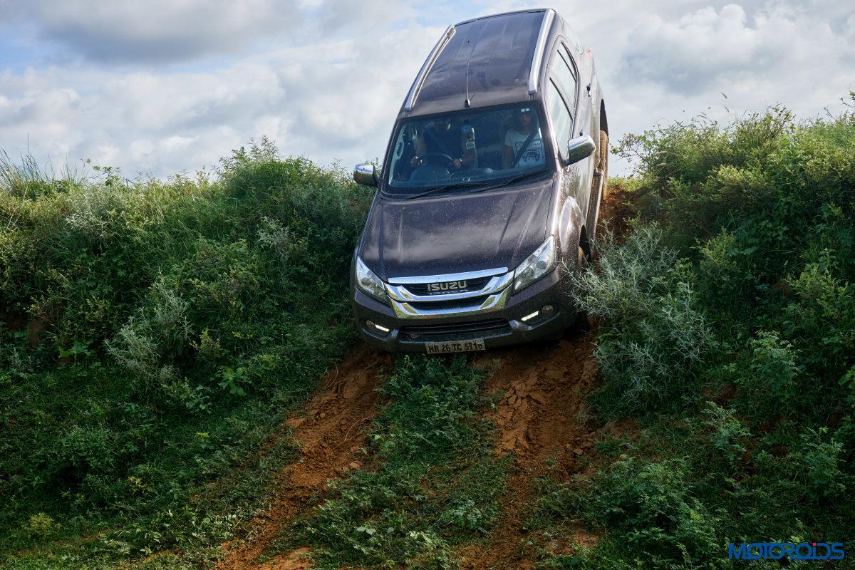 Isuzu MU X Off roading (11)