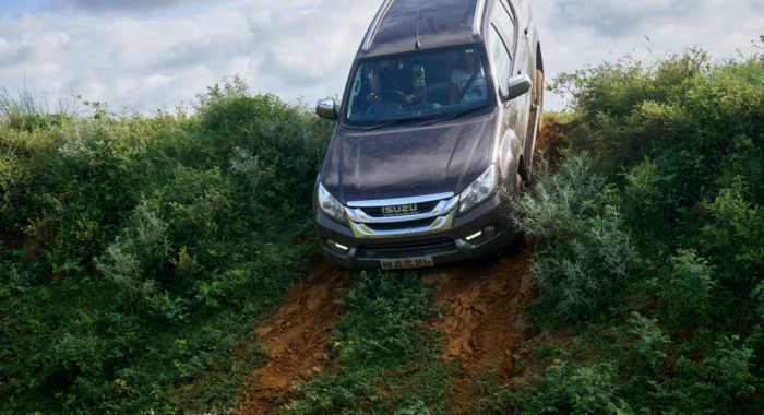 Isuzu MU-X Off Roading Review and Image Gallery: Playing It Dirty!