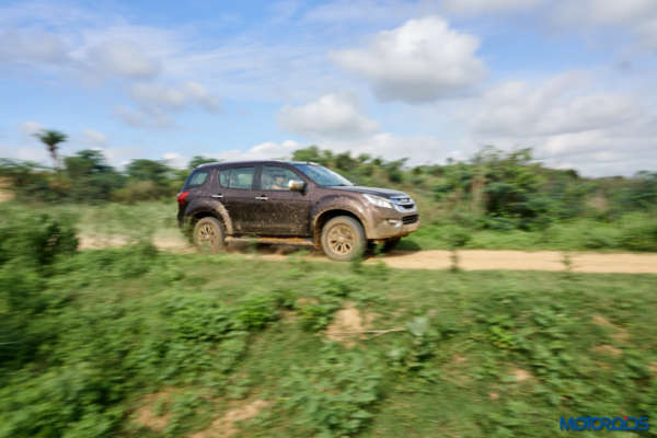 August 9, 2017-Isuzu-MU-X-Off-roading-14-600x400.jpg