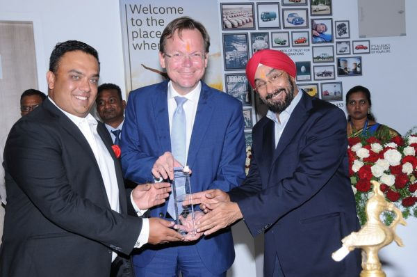 Jaspreet-Singh-Volkswagen-Bangalore-Steffen-Knapp-Director-VW-India