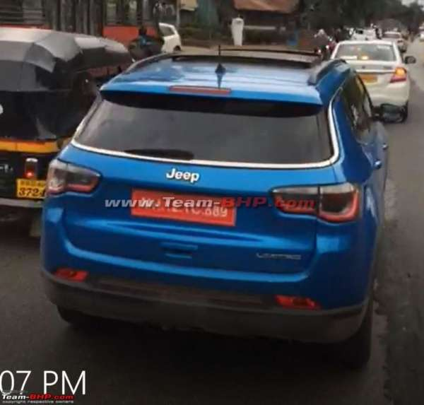 Jeep-Compass-with-sunroof-spied-testing-1-600x573