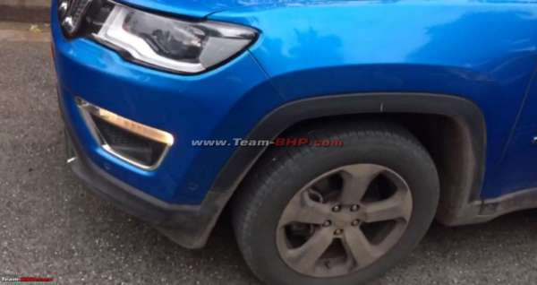 Jeep-Compass-with-sunroof-spied-testing-2-600x318