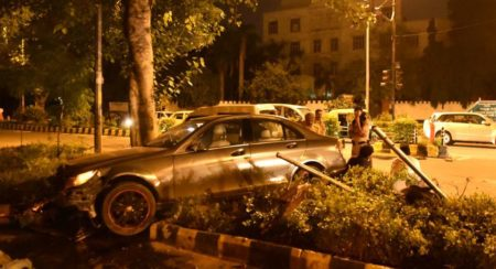 Mercedes-Benz C-Class accident Delhi (1)