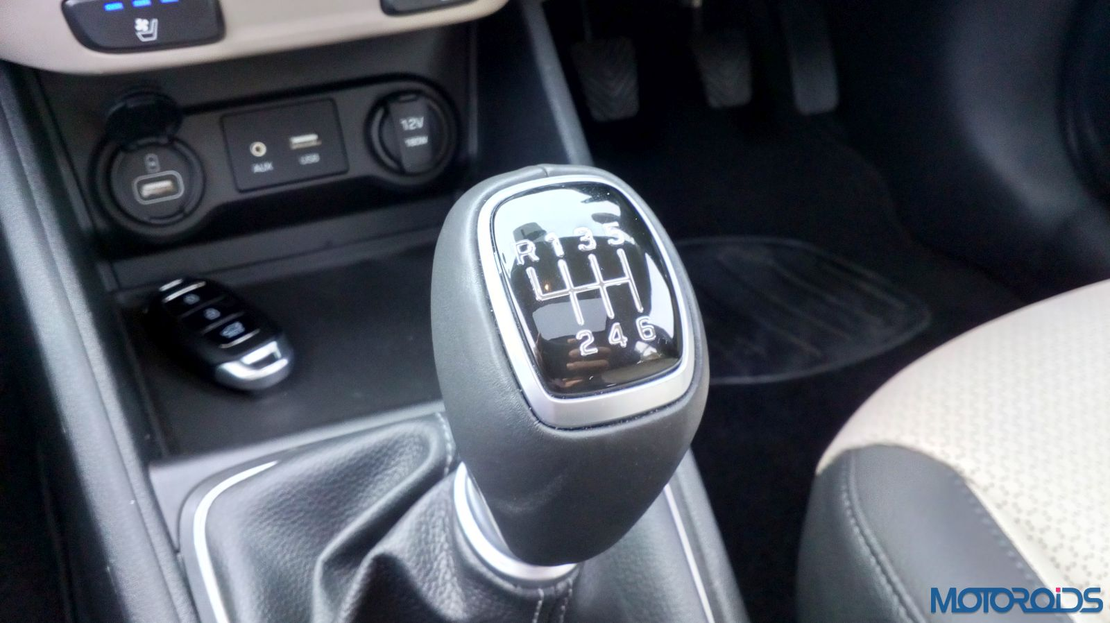 August 28, 2017-New-2017-Next-gen-Hyundai-Verna-manual-gear-lever-32.jpg