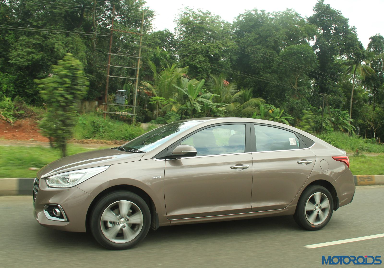 August 28, 2017-New-2017-Next-gen-Hyundai-Verna-motion-shots-brown-1.jpg