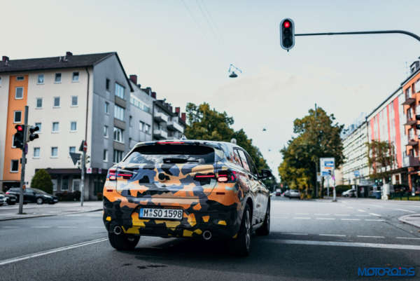 August 12, 2017-New-BMW-X2-teaser-15-600x401.jpg