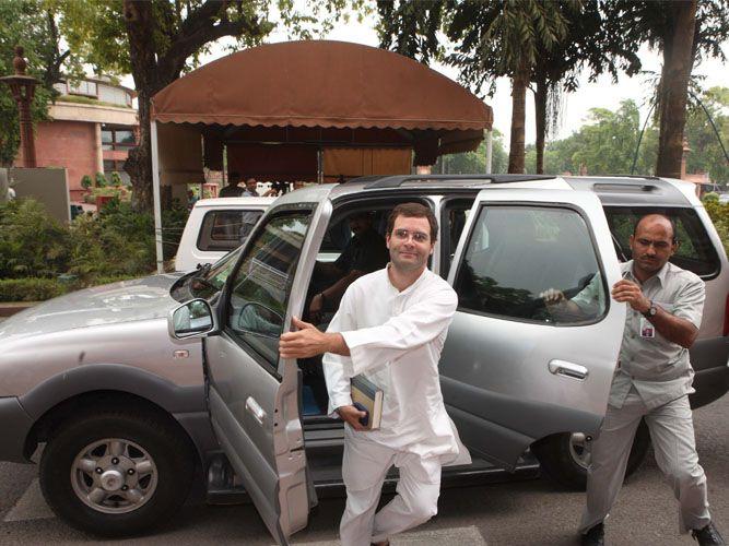 Rahul-Gandhi-and-the-armoured-tata-safari