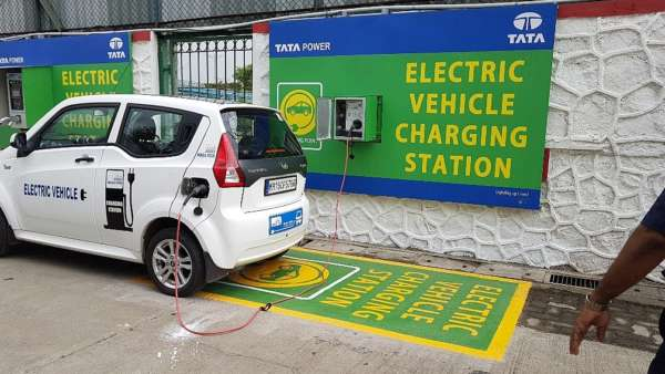 Tata-Power-launches-Electric-Vehicle-Charging-infrastructure-in-Mumbai-1-600x338