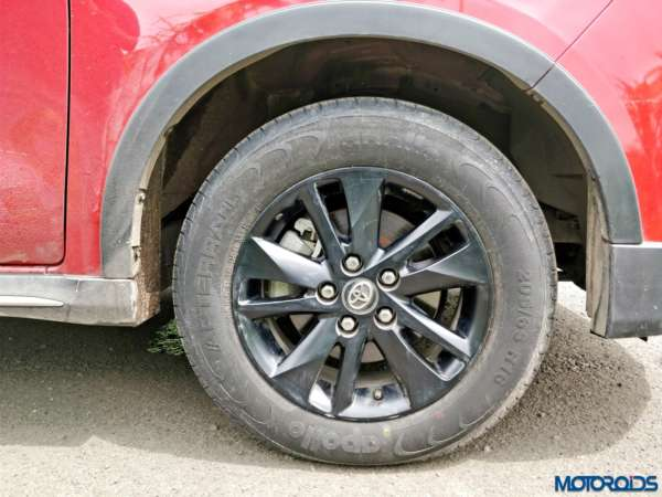 Toyota-Innova-Touring-Sport-black-wheels-600x450