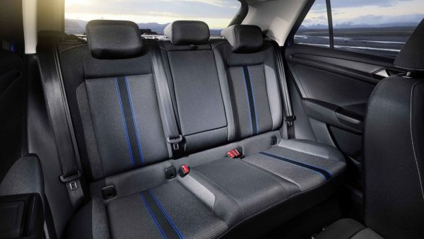 Volkswagen-VW-T-Roc-compact-crossover-backseat-600x338