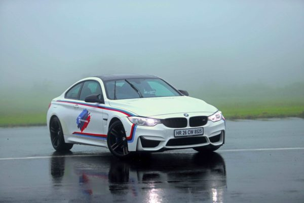03-Image-BMW-M-car-in-action-at-BMW-M-Performance-Training-600x400