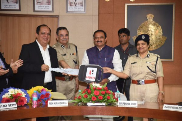 80-Hero-MotoCorp-Duet-Scooters-Presented-To-Bhopal-Women-Police-Officers-Under-Project-Maitri-1-600x400