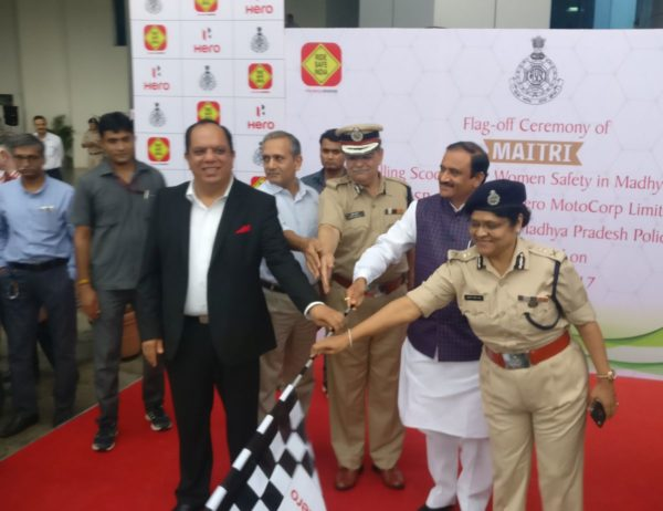 80-Hero-MotoCorp-Duet-Scooters-Presented-To-Bhopal-Women-Police-Officers-Under-Project-Maitri-2-600x462
