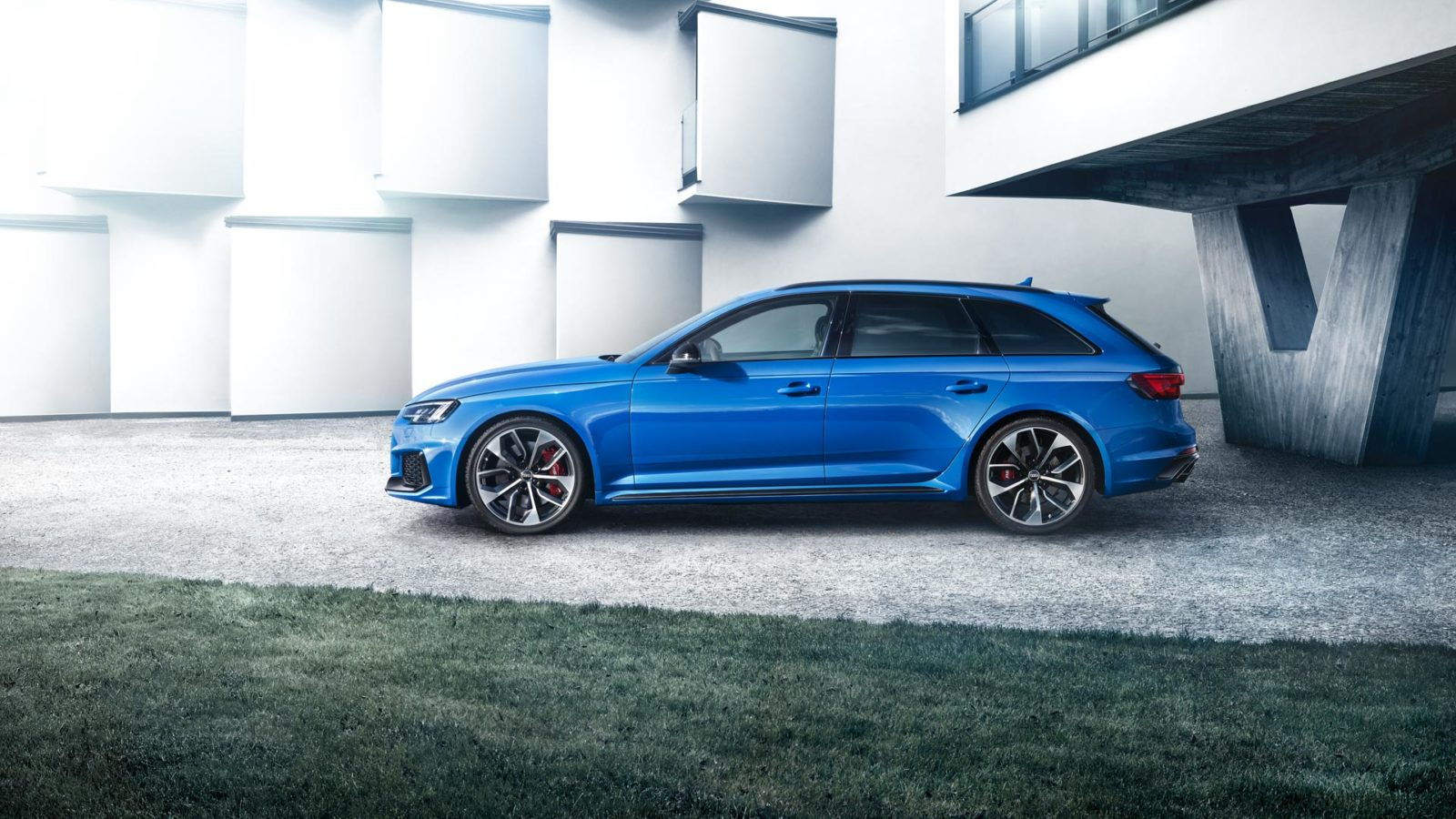 The New Audi Rs4 Avant Packs 450 Horses Which Gallop For