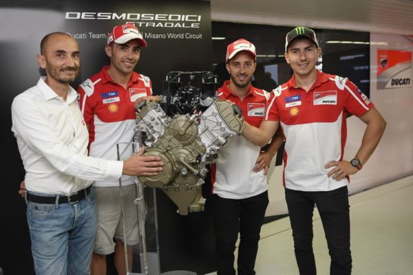 Ducati-Desmosedici-Stradale-Engine-2-600x400