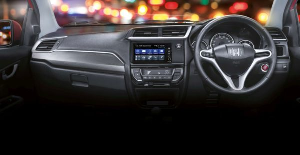 Honda-BR-V-with-7-inch-Digipad-AVN-system-600x310
