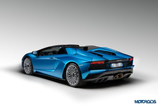Lamborghini-Aventador-S-Roadster-12-600x401