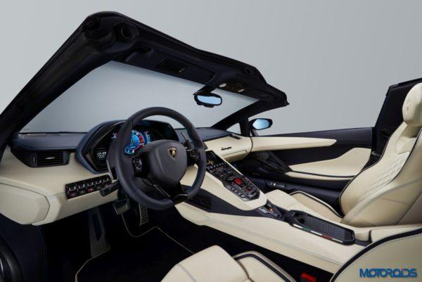 Lamborghini-Aventador-S-Roadster-8-600x401