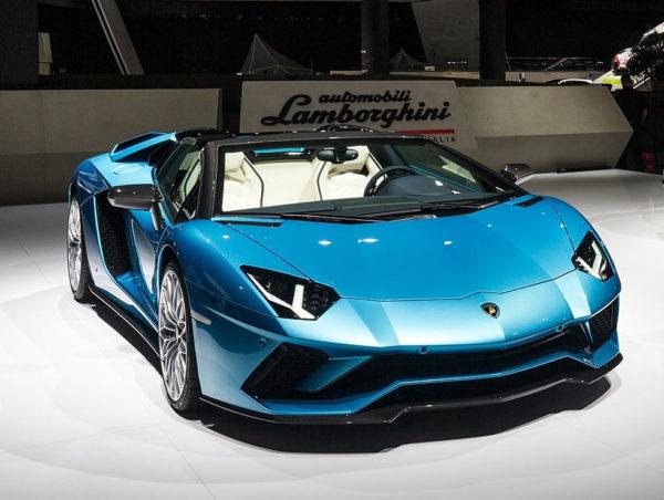 Lamborghini-Aventador-S-Roadster-at-IAA-2017-2-e1505315907534-600x452