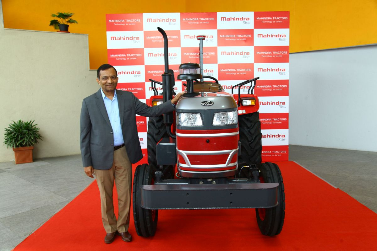 Mahindra-Showcases-Its-First-Ever-Driverless-Tractor-in-India