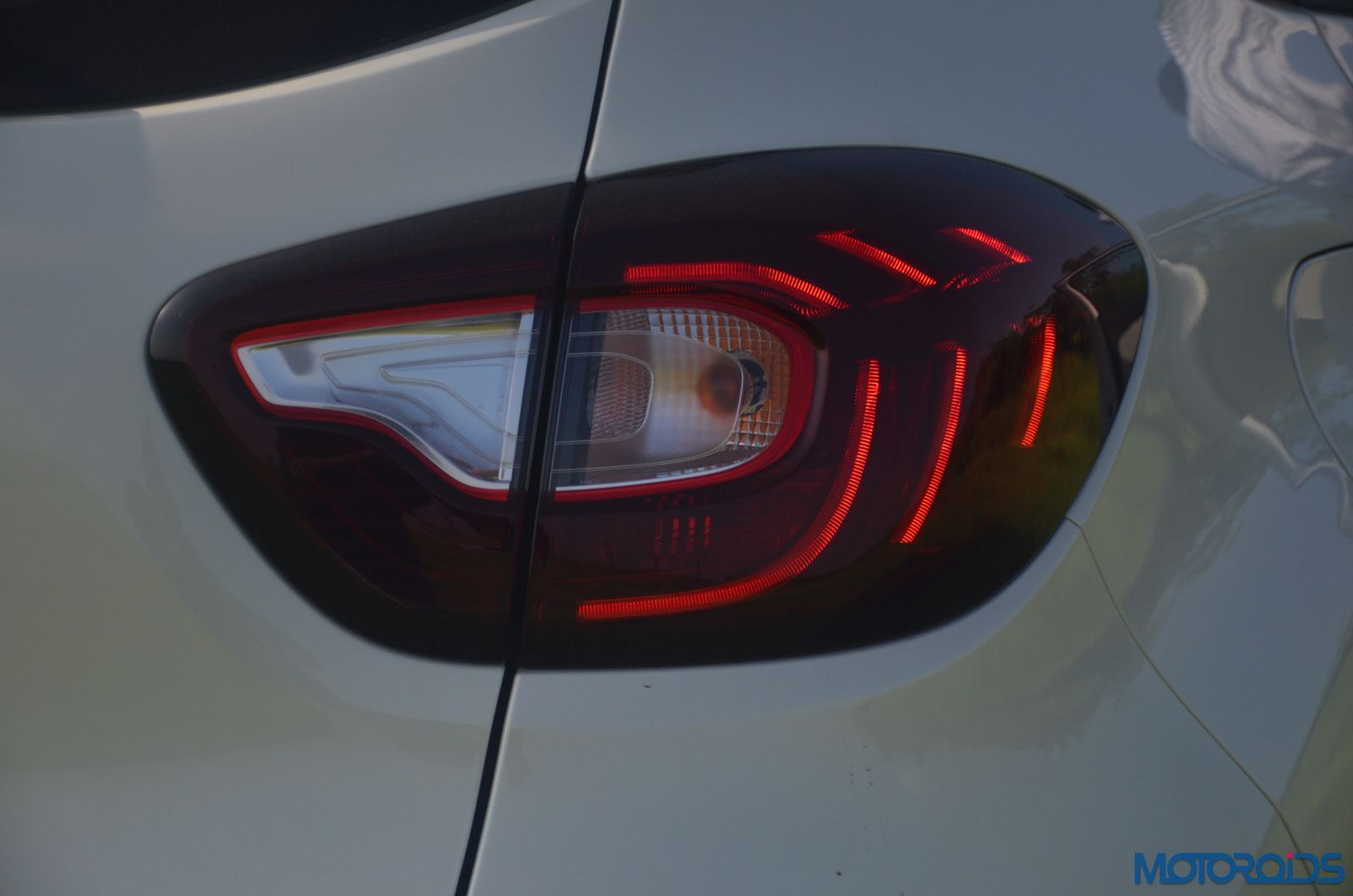 New-Renault-Captur-taillight-pattern