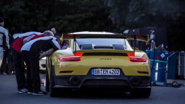 Porsche-911-GT2-RS-Nurburgring-record-2-600x339