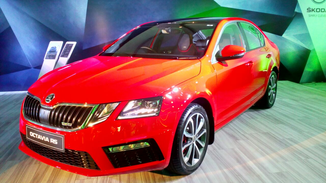 skoda octavia rs 230 launched priced inr 24 6 lakh ex. Black Bedroom Furniture Sets. Home Design Ideas