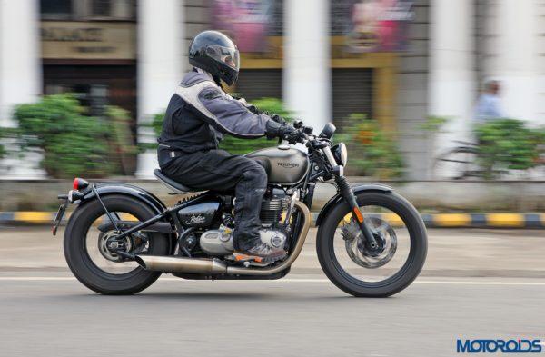 Triumph-Bonneville-Bobber-action-3-600x393