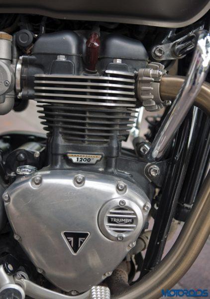 Triumph-Bonneville-Bobber-engine-422x600