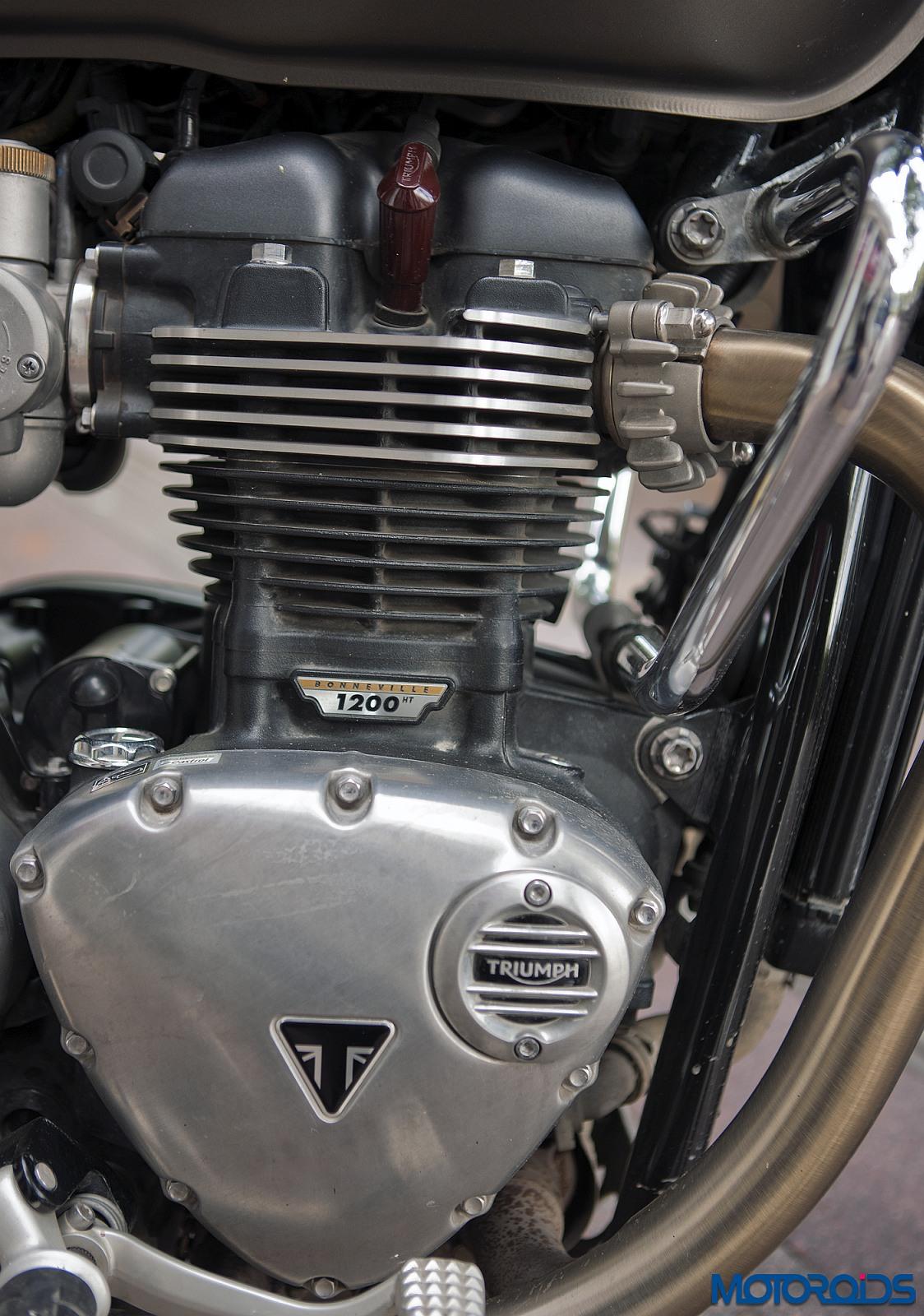 Triumph-Bonneville-Bobber-engine