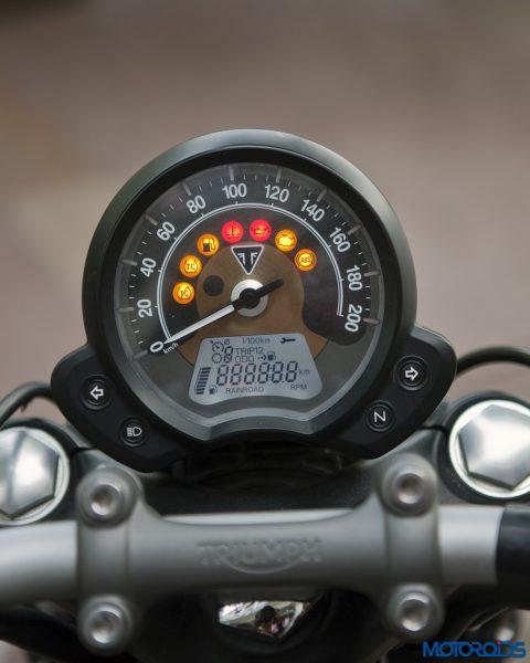 Triumph-Bonneville-Bobber-instruments-480x600