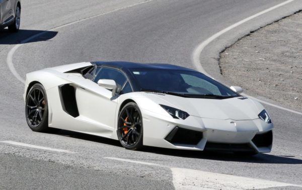 spy-pics-new-lamborghini-aventador-variant-incoming-could-be-the-performante_2-600x378