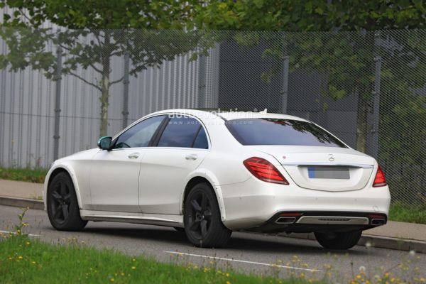 spyshots-2020-mercedes-s-class-spied-for-the-first-time-looks-wider_11-600x400