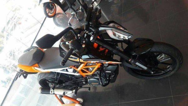 2017-KTM-Duke-390-Black-2-e1509440058657-600x338