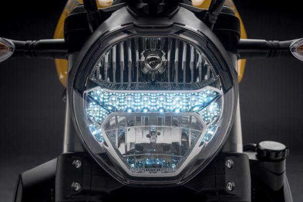 2018-Ducati-Monster-821-35-600x401