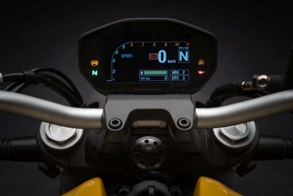2018-Ducati-Monster-821-39-600x401
