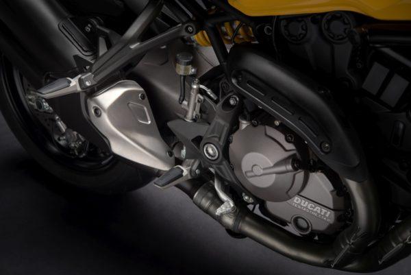 2018-Ducati-Monster-821-42-600x401
