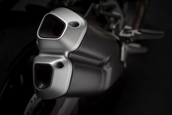 2018-Ducati-Monster-821-43-600x401