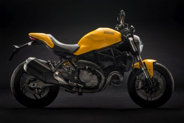 2018-Ducati-Monster-821-65-600x401