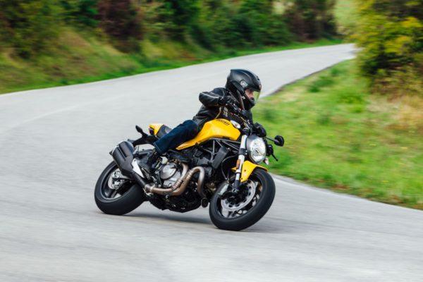 2018-Ducati-Monster-821-7-600x400