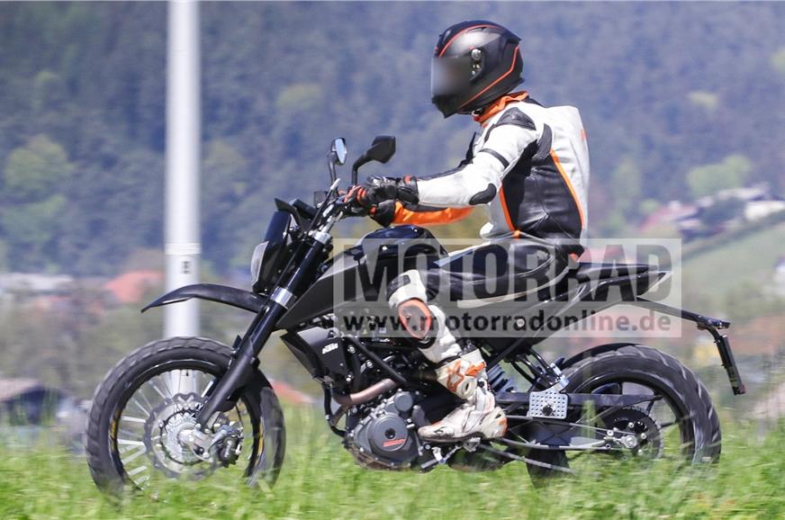2018-KTM-390-Scrambler