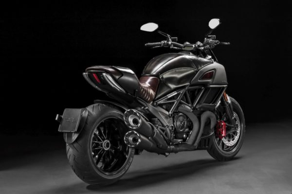 Ducati-Diavel-Diesel-19-600x399