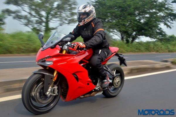 Ducati-SuperSport-S-Review-Action-Shots-6-600x398
